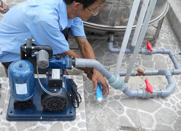 Máy bơm nước chạy nhưng không lên nước là sao?