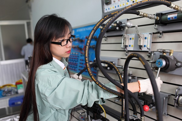 Sinh viên kỹ thuật cơ điện tử