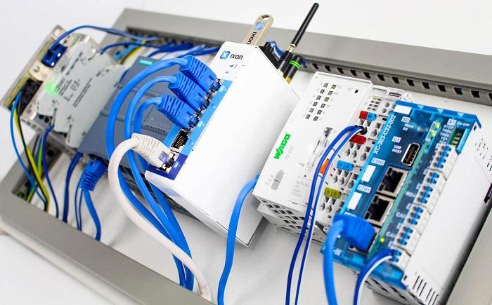 Lắp đặt PLC cần những người có chuyên môn và giàu kinh nghiệm