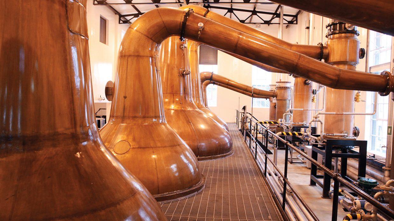 Nhà máy đóng những chai rượu Johnnie Walker (Scotland)
