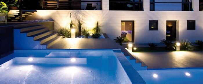 Đèn led sân vườn chiếu sáng bể bơi