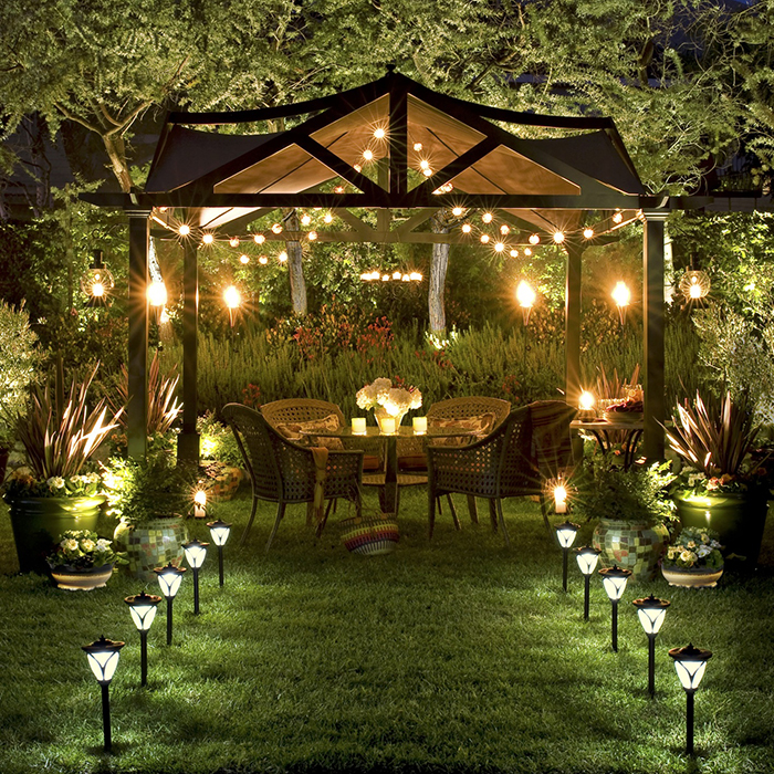 Không gian lung linh khi có đèn chiếu sân vườn