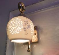 Đèn ốp tường có họa tiết độc đáo