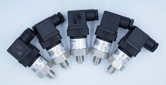 Sử dụng cảm biến hay đồng hồ để đo áp suất?