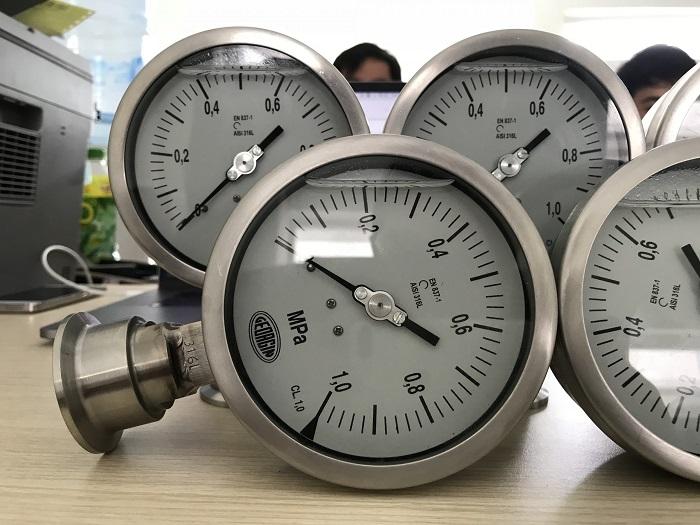 Dầu giúp kim đồng hồ vận hành trơn tru hơn